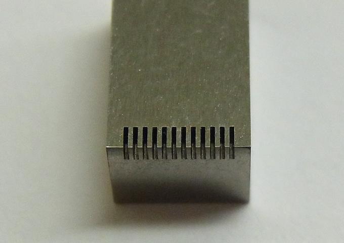 微細形彫放電加工(凸0.2㎜×凹0.2㎜×深さ1㎜)